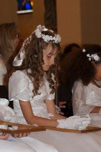 dziewczynka w sukience i wianku