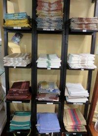 pólki z ręcznikami